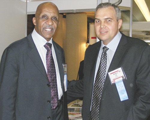 Gustavo Ick junto al director del Washington Post Milton Coleman