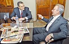 El escritor Marcos Aguinis junto a Gustavo Ick